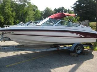 18′ Chaparral Bow Rider w/4.3/190HP Mercruiser – Lake Winnipesaukee Boat Rentals
