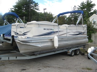 24′ Pontoon w/Mercury 90HP EFI 4-stroke-Lake Winnipesaukee Boat Rentals